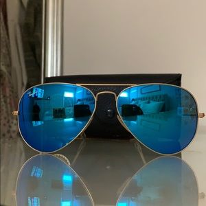 RAY-BAN Aviator Blue Flash Lens Sunglasses RB3025